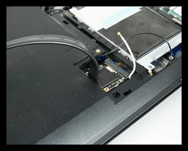 Подсоединяем блок питания при помощи 8 pin коннектора